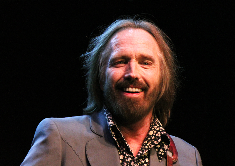 tom petty and the heartbreaks announce 40th anniversary. Black Bedroom Furniture Sets. Home Design Ideas